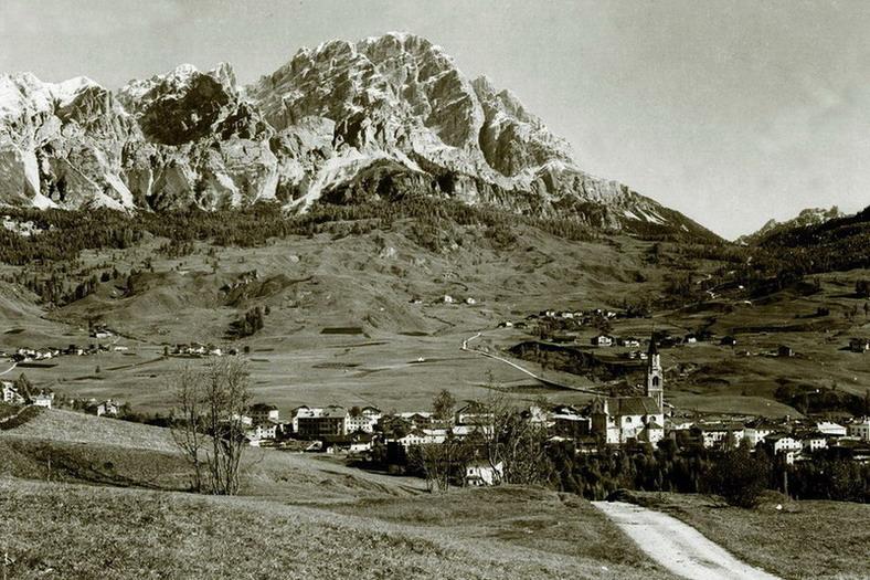 Cortina 1900